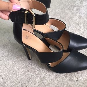 NWOT pointy black heels!